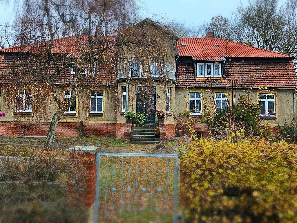 Pfarrhaus in Muchow im Herbst